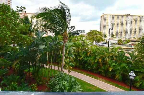17150 N BAY RD #2314, SUNNY ISLES BEACH, FL 33160